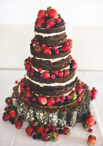 01-svadebnyj-tort-s-otkrytym-korzhom