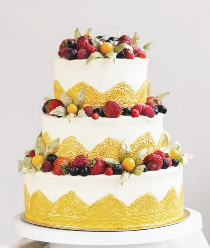 03-svadebnyj-tort-s-kruzhevami