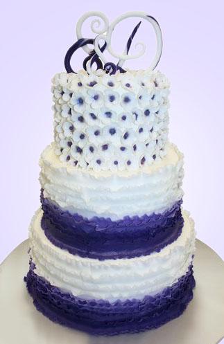 08-svadebnyj-tort-s-inicialami