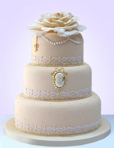 08-tort-na-svadbu-s-cvetami