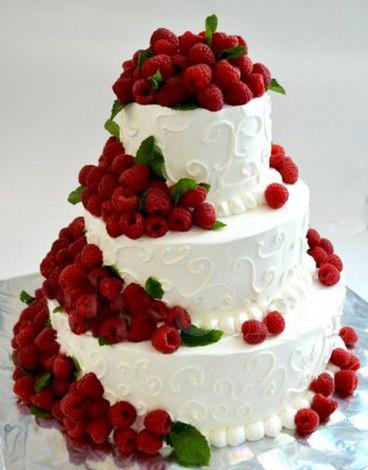 11-svadebnyj-tort-ukrashennyj-yagodami