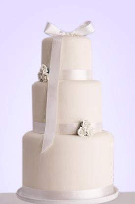 14-svadebnyj-tort-s-bantami
