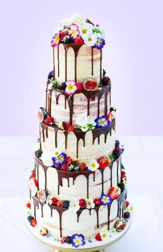 17-svadebnyj-tort-so-svezhimi-yagodami