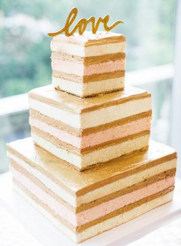 20-yagodnyj-svadebnyj-tort