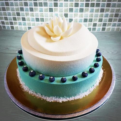 24-svadebnyj-tort-velyur
