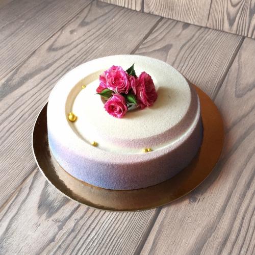 26-svadebnyj- tort-bez-mastiki-odnoyarusnyj