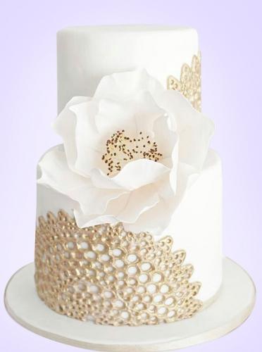 31-svadebnyj-tort-s-kruzhevami